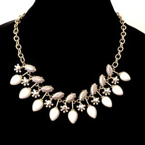 LEE ANGEL for Neimen Marcus White/gray necklace